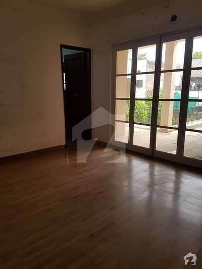 گلبرگ لاہور میں 8 کمروں کا 2 کنال مکان 5 لاکھ میں کرایہ پر دستیاب ہے۔