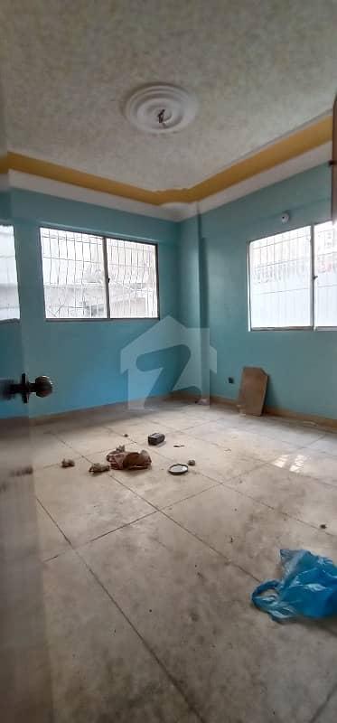 گرومندرچورنگی کراچی میں 2 کمروں کا 4 مرلہ فلیٹ 22 ہزار میں کرایہ پر دستیاب ہے۔