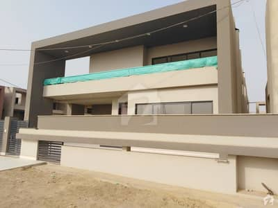 Precinct 52 - 500 Square Yard 5 Bed Luxurious Villa Available For Sale In Bahria Town Karachi