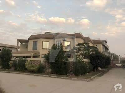 6300 Square Feet House Is Available In Khayaban-E-Shair