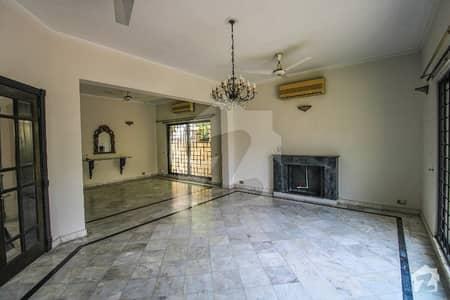 ڈی ایچ اے فیز 2 ڈیفنس (ڈی ایچ اے) لاہور میں 6 کمروں کا 2 کنال مکان 1.95 لاکھ میں کرایہ پر دستیاب ہے۔