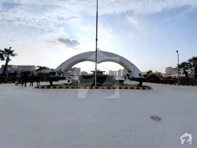 سینٹرل پارک ہاؤسنگ سکیم لاہور میں 8 مرلہ کمرشل پلاٹ 1.5 کروڑ میں برائے فروخت۔