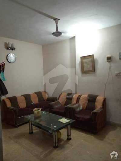 Gizri 550  Square Feet Flat Up For Sale