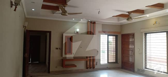 ڈی ایچ اے فیز 5 - بلاک ایل فیز 5 ڈیفنس (ڈی ایچ اے) لاہور میں 3 کمروں کا 1 کنال بالائی پورشن 60 ہزار میں کرایہ پر دستیاب ہے۔