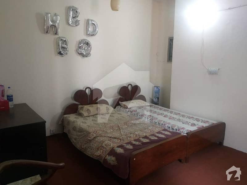 طفیل روڈ کینٹ لاہور میں 2 کمروں کا 2 مرلہ کمرہ 35 ہزار میں کرایہ پر دستیاب ہے۔
