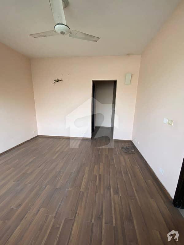 گلبرگ لاہور میں 2 کمروں کا 6 مرلہ فلیٹ 90 ہزار میں کرایہ پر دستیاب ہے۔