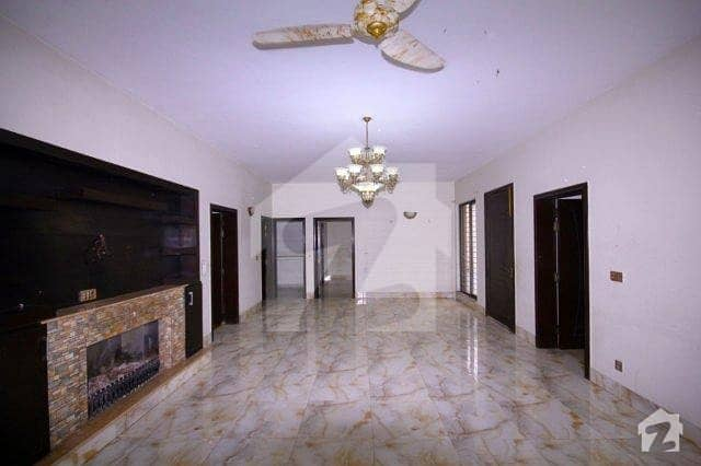 1 Kanal Separate Gate Upper Portion For Rent In Phase 4