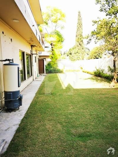 ایف ۔ 10 اسلام آباد میں 4 کمروں کا 2 کنال مکان 15 کروڑ میں برائے فروخت۔