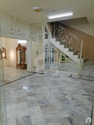 گلبرگ 2 - بلاک سی گلبرگ 2 گلبرگ لاہور میں 4 کمروں کا 1 کنال مکان 3.5 لاکھ میں کرایہ پر دستیاب ہے۔
