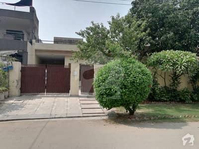 پی جی ای سی ایچ ایس فیز 1 - بلاک بی 1 پی جی ای سی ایچ ایس فیز 1 پنجاب گورنمنٹ ایمپلائیز سوسائٹی لاہور میں 3 کمروں کا 1.21 کنال مکان 2.85 کروڑ میں برائے فروخت۔