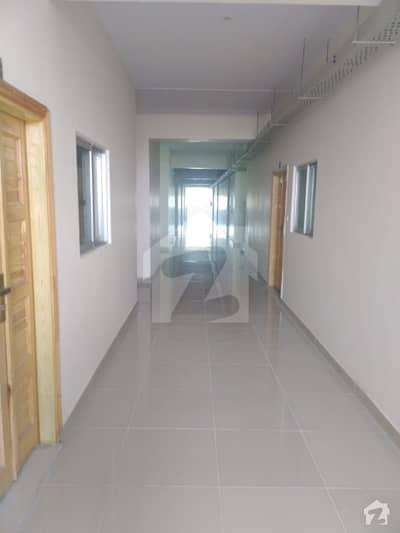 ارباب روڈ پشاور میں 3 کمروں کا 6 مرلہ فلیٹ 30 ہزار میں کرایہ پر دستیاب ہے۔