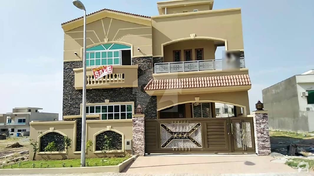 10 Marla Beautiful Fresh House For Sale In Phase 8 Bahria Town