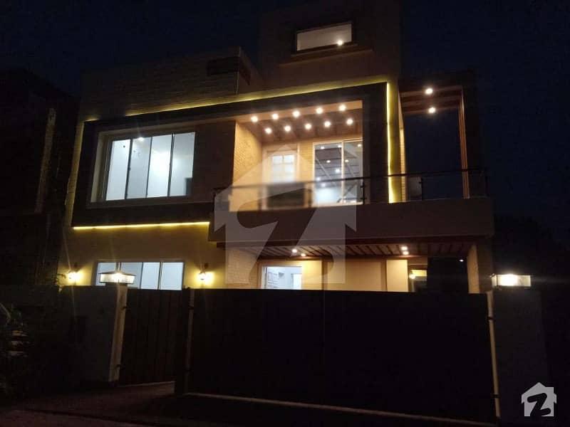 بحریہ آرچرڈ فیز 1 ۔ سینٹرل بحریہ آرچرڈ فیز 1 بحریہ آرچرڈ لاہور میں 5 کمروں کا 10 مرلہ مکان 2.1 کروڑ میں برائے فروخت۔