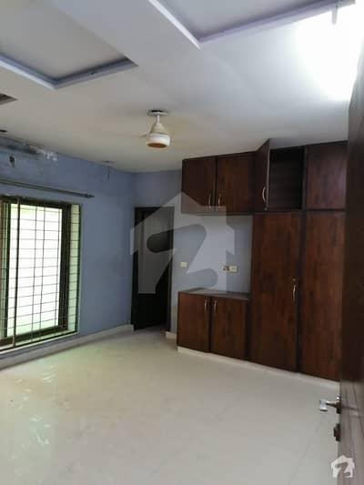 بحریہ ٹاؤن سیکٹرڈی بحریہ ٹاؤن لاہور میں 5 کمروں کا 10 مرلہ مکان 1.75 کروڑ میں برائے فروخت۔