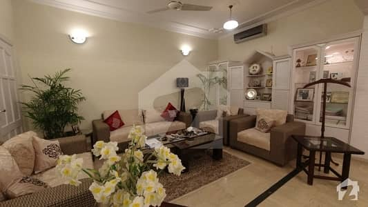 ای ۔ 11/2 ای ۔ 11 اسلام آباد میں 11 کمروں کا 1 کنال مکان 7.75 کروڑ میں برائے فروخت۔