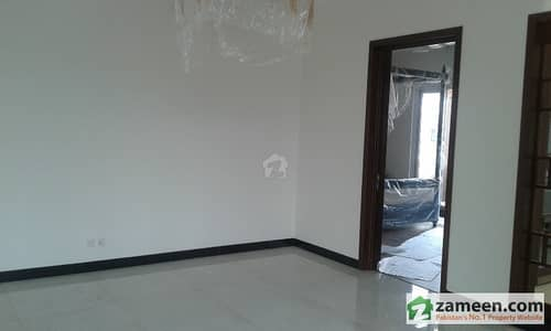 Gulberg Penthouse In High Profile Brand New Building For Rent