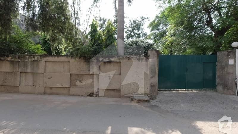 کینال پارک گلبرگ لاہور میں 2 کمروں کا 1.04 کنال مکان 4.75 کروڑ میں برائے فروخت۔