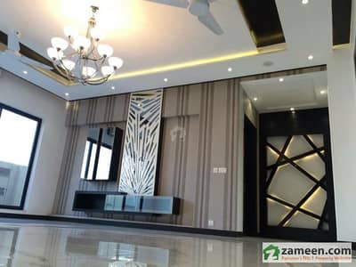 Gulberg - Penthouse In High Profile Brand New Building For Rent