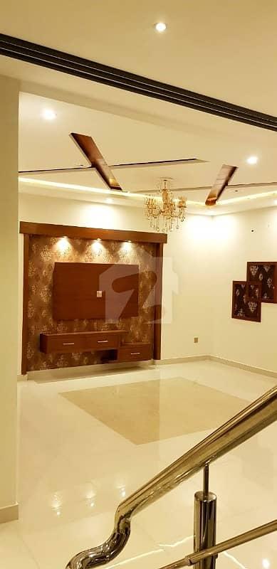 طارق گارڈنز ۔ بلاک ای طارق گارڈنز لاہور میں 5 کمروں کا 10 مرلہ مکان 2.2 کروڑ میں برائے فروخت۔