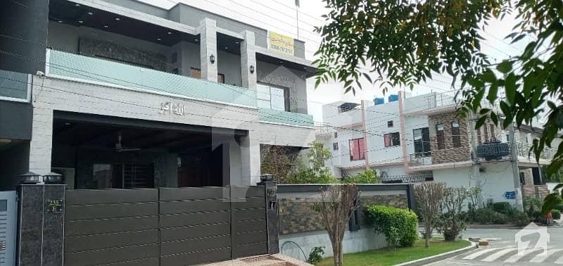 ایڈن ایگزیکیٹو ایڈن گارڈنز فیصل آباد میں 5 کمروں کا 10 مرلہ مکان 3 کروڑ میں برائے فروخت۔