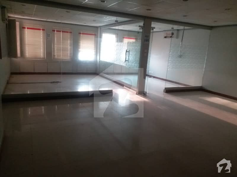 Office Of 10000  Square Feet In Clifton For Rent