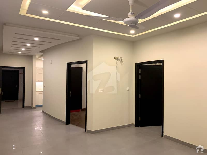 1233 Square Feet Flat For Sale In G-15