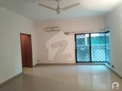 ڈی ایچ اے فیز 4 ڈیفنس (ڈی ایچ اے) لاہور میں 5 کمروں کا 1 کنال مکان 1.15 لاکھ میں کرایہ پر دستیاب ہے۔