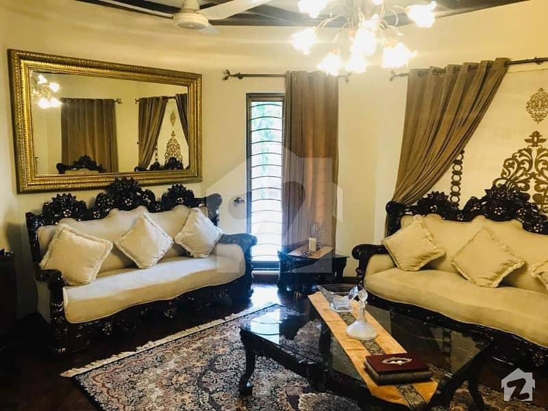 ڈی ایچ اے فیز 2 - بلاک آر فیز 2 ڈیفنس (ڈی ایچ اے) لاہور میں 5 کمروں کا 1 کنال مکان 2.75 لاکھ میں کرایہ پر دستیاب ہے۔