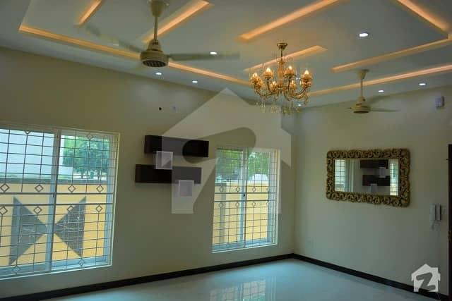 بحریہ ٹاؤن ۔ بلاک ڈی ڈی بحریہ ٹاؤن سیکٹرڈی بحریہ ٹاؤن لاہور میں 4 کمروں کا 10 مرلہ مکان 2.1 کروڑ میں برائے فروخت۔