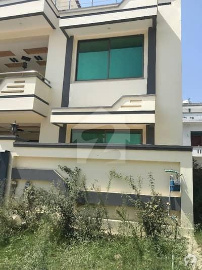 جناح گارڈنز فیز 1 جناح گارڈنز ایف ای سی ایچ ایس اسلام آباد میں 4 کمروں کا 8 مرلہ مکان 1.57 کروڑ میں برائے فروخت۔