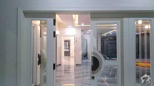 بحریہ ٹاؤن تکبیر بلاک بحریہ ٹاؤن سیکٹر B بحریہ ٹاؤن لاہور میں 5 کمروں کا 1 کنال مکان 6.5 کروڑ میں برائے فروخت۔
