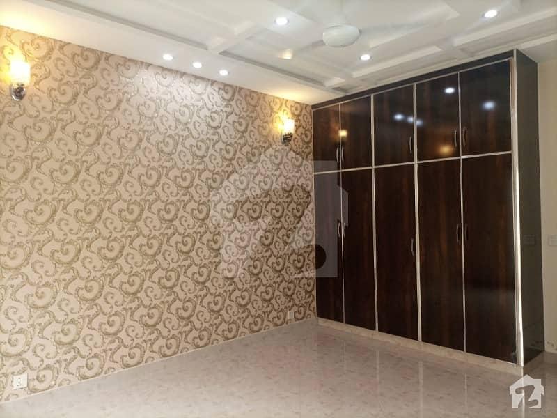 اسٹیٹ لائف ہاؤسنگ سوسائٹی لاہور میں 3 کمروں کا 1 کنال بالائی پورشن 50 ہزار میں کرایہ پر دستیاب ہے۔