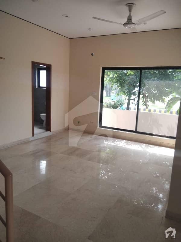 ڈی ایچ اے فیز 2 - بلاک یو فیز 2 ڈیفنس (ڈی ایچ اے) لاہور میں 4 کمروں کا 10 مرلہ مکان 1.5 لاکھ میں کرایہ پر دستیاب ہے۔