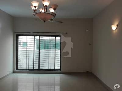 عسکری 10 - سیکٹر ڈی عسکری 10 عسکری لاہور میں 4 کمروں کا 10 مرلہ مکان 2.5 کروڑ میں برائے فروخت۔