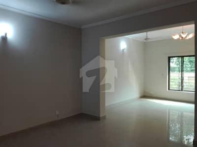 عسکری 10 - سیکٹر سی عسکری 10 عسکری لاہور میں 4 کمروں کا 10 مرلہ مکان 2.4 کروڑ میں برائے فروخت۔