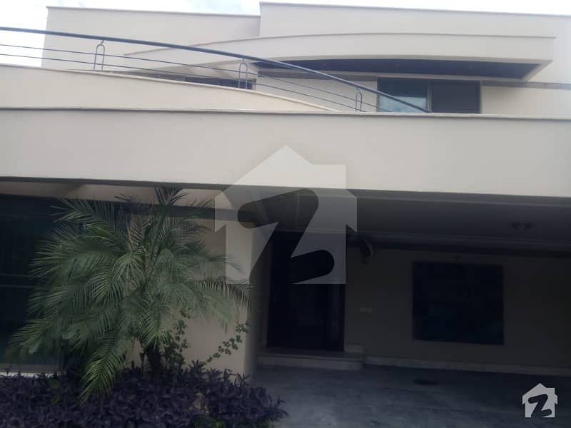 1 Kanal House Available For Rant Good Location Block AA