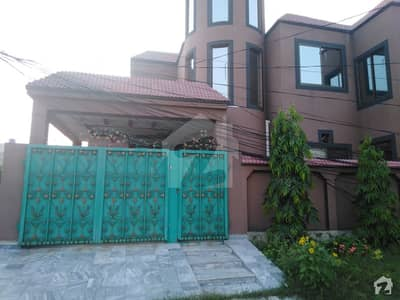 11 Marla House Ideally Situated In Al Rehman Garden