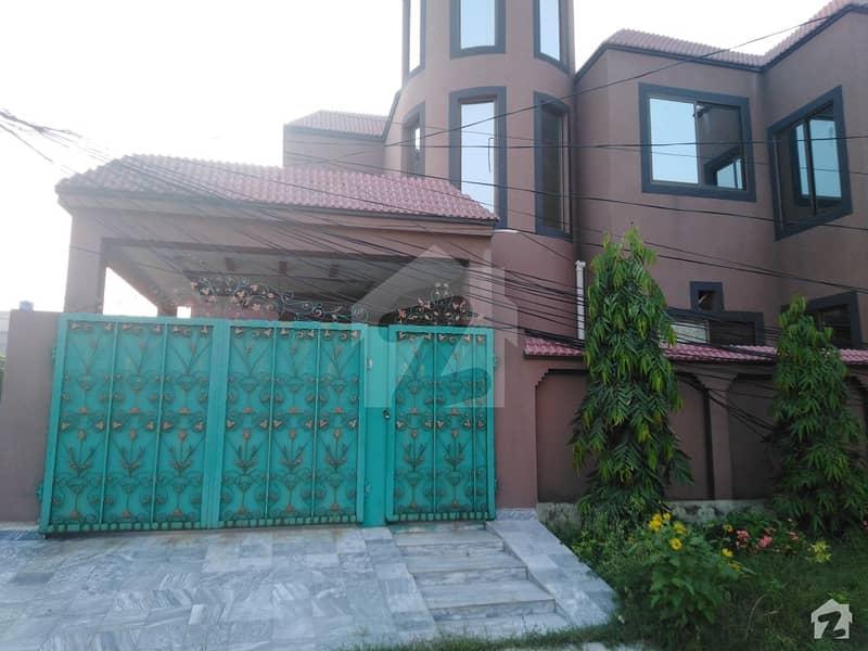 11 Marla House Ideally Situated In Al Rehman Garden
