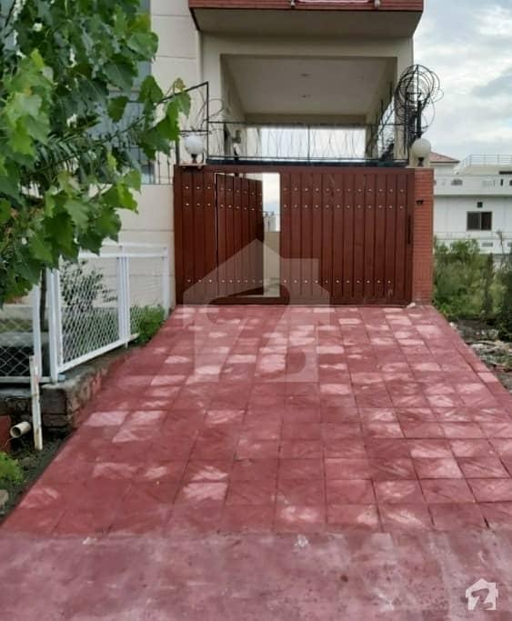 Upper Portion Corner Plot D-12/4 For Rent