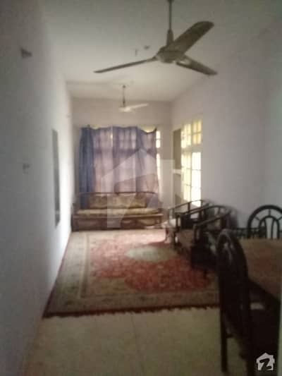 گلشنِ اقبال - بلاک 11 گلشنِ اقبال گلشنِ اقبال ٹاؤن کراچی میں 2 کمروں کا 5 مرلہ کمرہ 7 ہزار میں کرایہ پر دستیاب ہے۔