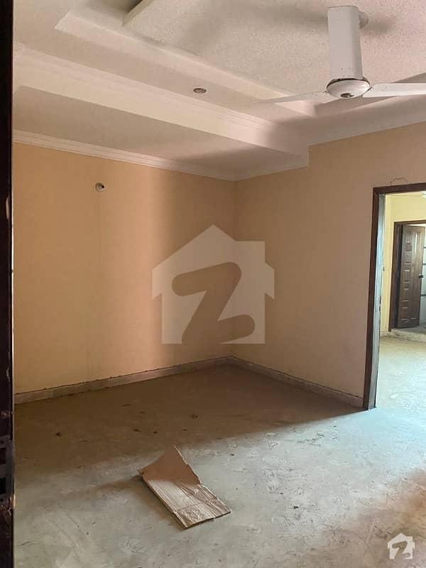 ایم پی سی ایچ ایس ایف ۔ 17 اسلام آباد میں 2 کمروں کا 4 مرلہ فلیٹ 32 لاکھ میں برائے فروخت۔