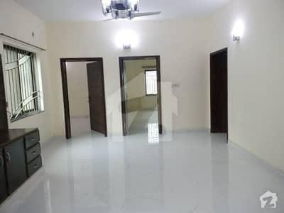 ڈی ایچ اے فیز 3 - بلاک ڈبلیو فیز 3 ڈیفنس (ڈی ایچ اے) لاہور میں 3 کمروں کا 1 کنال بالائی پورشن 60 ہزار میں کرایہ پر دستیاب ہے۔