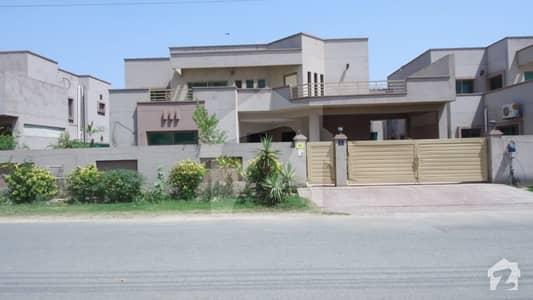 عسکری 11 ۔ سیکٹر بی عسکری 11 عسکری لاہور میں 4 کمروں کا 1 کنال مکان 3.5 کروڑ میں برائے فروخت۔
