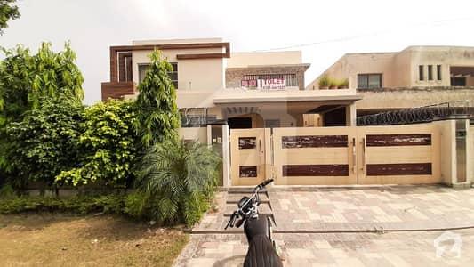 ڈی ایچ اے فیز 3 ڈیفنس (ڈی ایچ اے) لاہور میں 5 کمروں کا 1 کنال مکان 2.1 لاکھ میں کرایہ پر دستیاب ہے۔