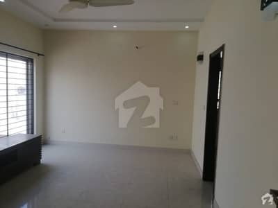 ڈی ایچ اے فیز 4 - بلاک ڈیڈی فیز 4 ڈیفنس (ڈی ایچ اے) لاہور میں 3 کمروں کا 1 کنال بالائی پورشن 55 ہزار میں کرایہ پر دستیاب ہے۔