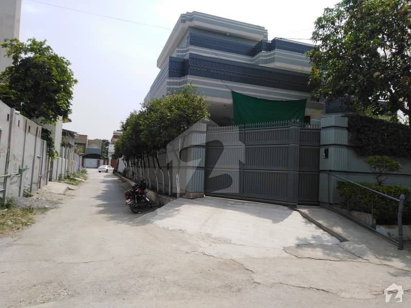 House In Hayatabad Sized 1 Kanal Is Available