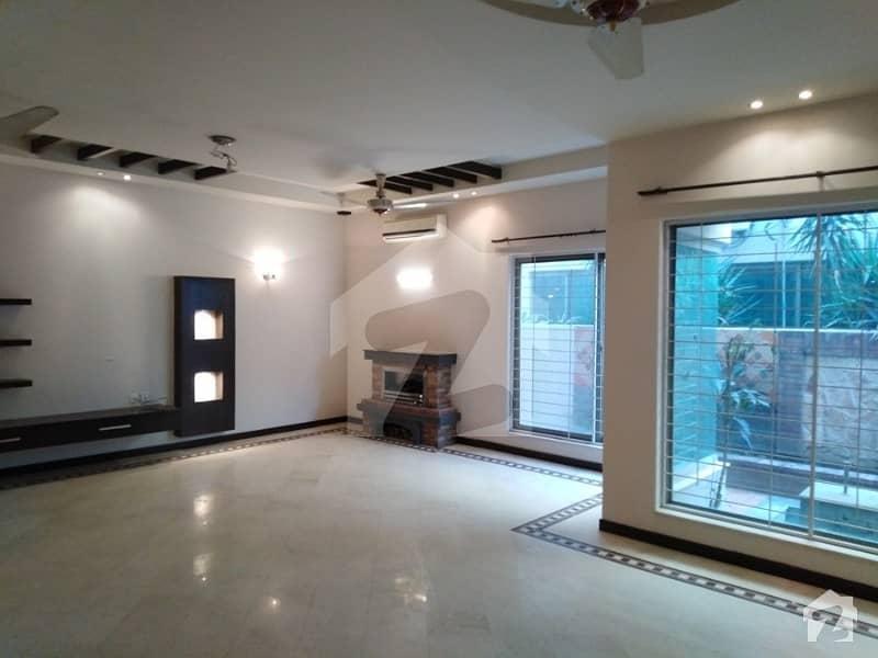 ڈی ایچ اے فیز 2 ڈیفنس (ڈی ایچ اے) لاہور میں 5 کمروں کا 2 کنال مکان 2.7 لاکھ میں کرایہ پر دستیاب ہے۔