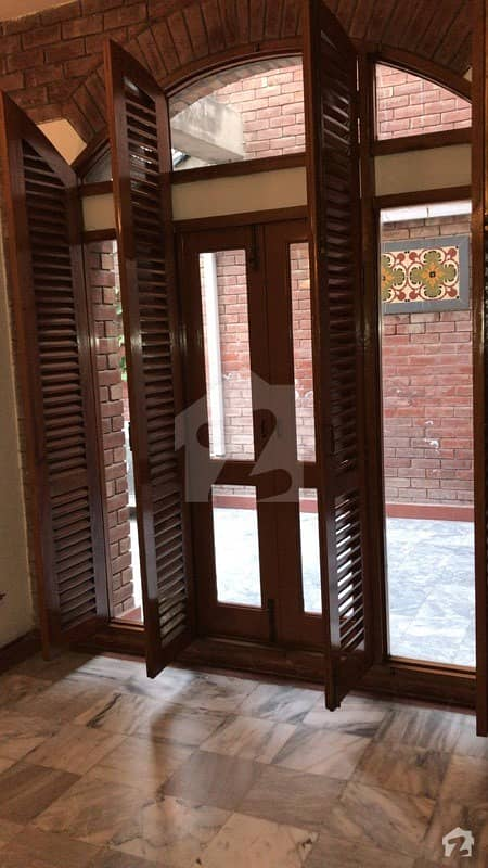 18 Marla 04 Bed Luxury House In Main Cantt On Rent Facing Pollo Ground Fully Renovated