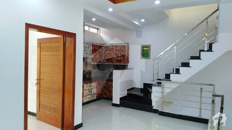 لیک سٹی - سیکٹر M7 - بلاک سی لیک سٹی ۔ سیکٹرایم ۔ 7 لیک سٹی رائیونڈ روڈ لاہور میں 3 کمروں کا 5 مرلہ مکان 1.23 کروڑ میں برائے فروخت۔