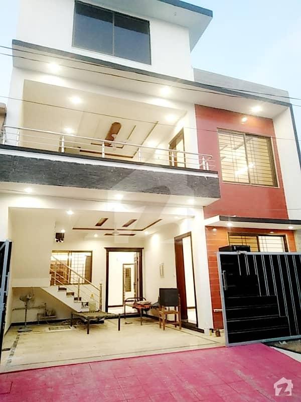 سوان گارڈن - بلاک ایچ ایکسٹینشن سوان گارڈن اسلام آباد میں 4 کمروں کا 6 مرلہ مکان 1.45 کروڑ میں برائے فروخت۔